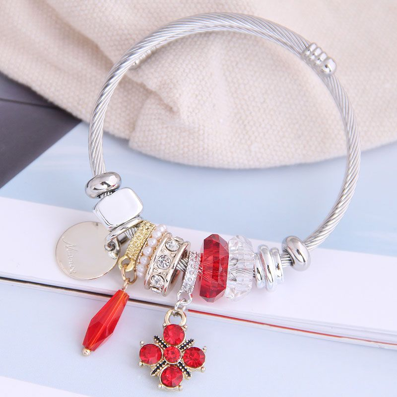 fashion metal wild pan DL simple and wild shine four-leaf clover pendant multi-element accessories personalized bracelet wholesale nihaojewelry NHSC219337