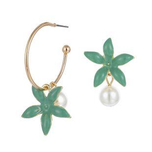 Nueva joyería de moda populares pendientes de flores asimétricas pendientes de flores de perlas simples al por mayor nihaojewelry NHGY219096's discount tags