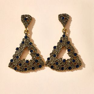 Moda nuevo temperamento exagerado triángulo largo diamante rhinestone pendientes retro pendientes personalizados al por mayor nihaojewelry NHGY219108's discount tags