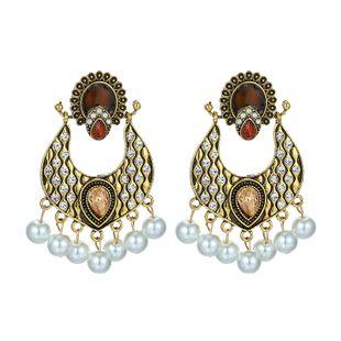 Estilo de moda de múltiples capas de diamantes de imitación de diamantes de imitación de perlas de estilo palacio pendientes retro al por mayor nihaojewelry NHGY219109's discount tags