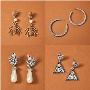 Moda estilo personalidad aleación rhinestone diamante imitación perla pendientes retro círculo araña con incrustaciones de diamantes pendientes al por mayor nihaojewelry NHGY219116's discount tags