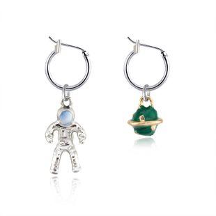 Tendencia coreana joyería creativa lindo único astronauta planeta pendientes asimétricos anillo de oreja hebilla al por mayor nihaojewelry NHGJ219390's discount tags