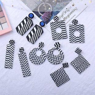 pendientes de acrílico a juego de color blanco y negro geométrico pendientes de resina simples al por mayor nihaojewelry NHLA219487's discount tags
