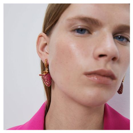 nouveau simple boucles d'oreilles fraise rétro alliage diamant boucles d'oreilles fruits gros nihaojewelry NHCT220064's discount tags