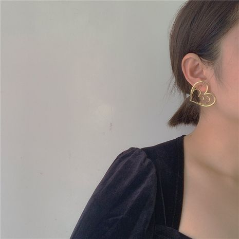 Niche designer French fashion exaggerated fashionable custom multi-layer love contour multi-level earrings wholesale nihaojewelry NHYQ220107's discount tags