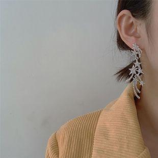 Corea nuevo diamante tachonado de estrellas de plata 925 temperamento de aguja exagerada pendientes largos asimétricos al por mayor nihaojewelry NHYQ220174's discount tags