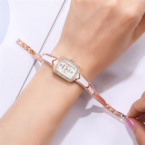 Tendencia conjunto de diamantes señoras correa de acero pulsera reloj temperamento cuarzo salvaje estudiante reloj de mano reloj de moda al por mayor nihaojewelry NHSS220624