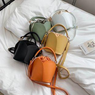 verano nueva moda coreana salvaje bolso de mensajero de hombro de mano marea retro nicho flor bolsa de cubo de bombeo al por mayor nihaojewelry NHPB220797's discount tags