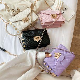 Verano nueva ola estilo de moda coreano rómbico bordado hilo cadena de bloqueo cadena hombro colgado pequeño bolso cuadrado al por mayor nihaojewelry NHPB220821's discount tags