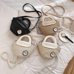Nuevo verano salvaje margarita tejida bolsa de cubo portátil personalidad bolsa de mensajero de hombro de moda al por mayor nihaojewelry NHPB220822's discount tags