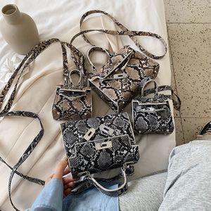 Nueva moda coreana cerradura solo hombro bolsa de mensajero verano salvaje patrón de piel de serpiente portátil Kelly bolsa venta al por mayor nihaojewelry NHPB220826