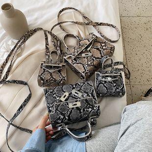 Nueva moda coreana cerradura solo hombro bolsa de mensajero verano salvaje patrón de piel de serpiente portátil Kelly bolsa venta al por mayor nihaojewelry NHPB220826's discount tags