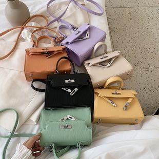 Nueva moda coreana color sólido hombro messenger bag verano ocio cerradura portátil Kelly al por mayor nihaojewelry NHPB220829's discount tags