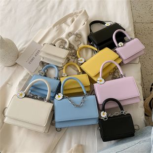Nuevo simple color sólido flip portátil pequeño bolso cuadrado verano pequeño fresco flip solo hombro bolsa de mensajero al por mayor nihaojewelry NHPB220839's discount tags