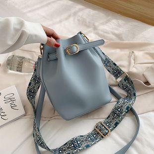 temperamento cinturón hebilla bolsa de cubo nuevo verano retro hombro mensajero bolsa de hombro venta al por mayor nihaojewelry NHPB220840's discount tags