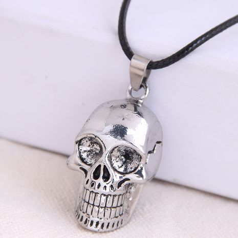 Mode rétro tendance hommes dominateur rétro texture crâne exagéré collier en gros nihaojewelry NHSC221079's discount tags