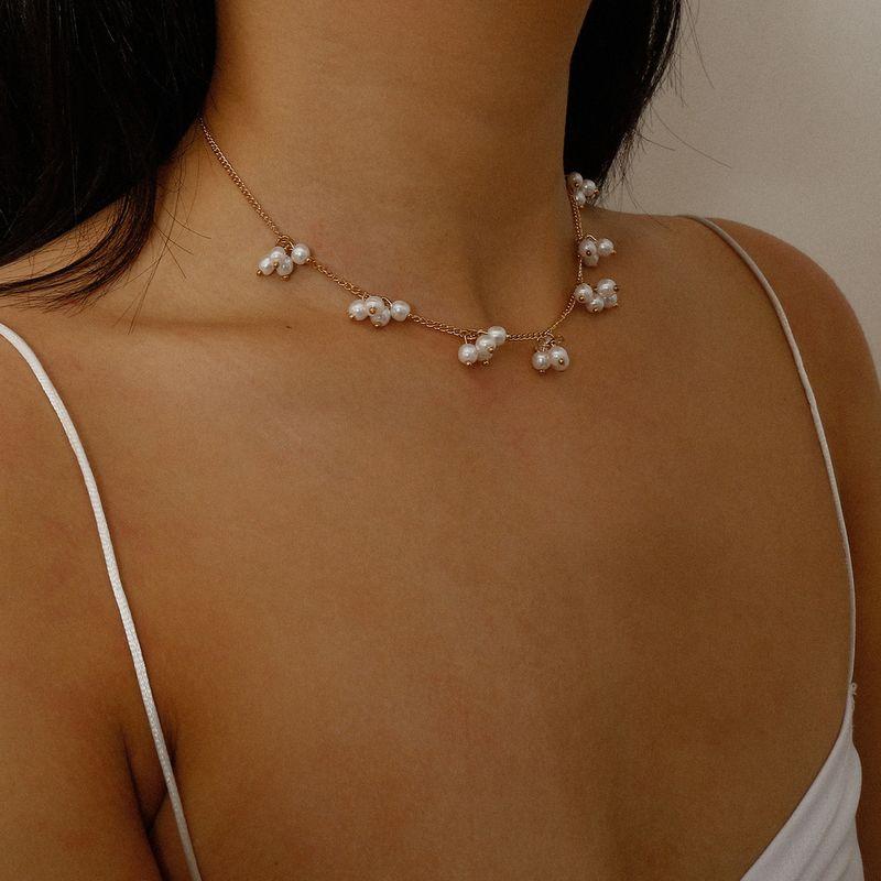 Fashion Jewelry Geometric Flower Single Layer Necklace yiwu nihaojewelry Wholesale Short Section Imitation Pearl Tassel Necklace NHXR213642
