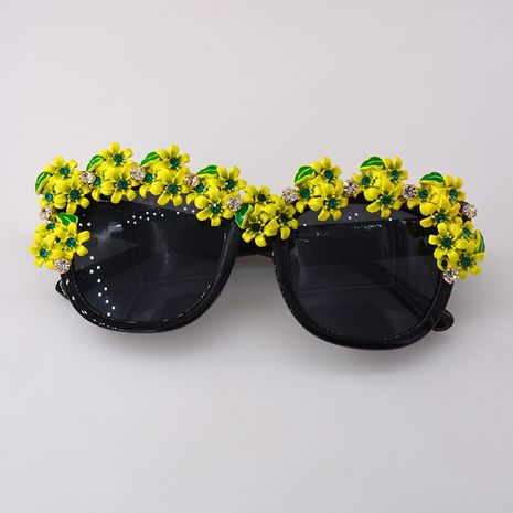 Summer new fashion retro baroque chrysanthemum diamond pearl cutout sunglasses nihaojewelry wholesale NHNT213844's discount tags