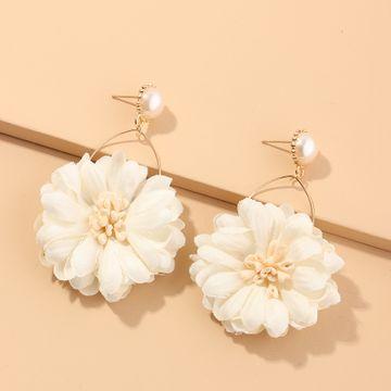 Nueva tela de moda pendientes de flores pendientes de crisantemo salvaje pendientes de perlas nihaojewelry al por mayor NHNZ214473