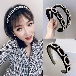 Diadema de perlas de moda coreana bm diadema de esponja de color sólido aleación de franela con incrustaciones de perlas huecas diadema de ala ancha nihaojewelry al por mayor NHSM214545's discount tags