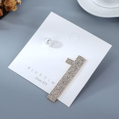 Nouveau véritable plaqué or simple créatif exagéré asymétrique perle strass S925 argent aiguille cuivre boucles d'oreilles nihaojewelry gros NHPS214657's discount tags