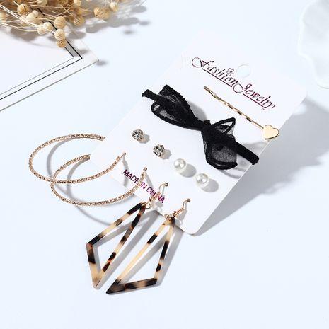 Coréenne nouvelle créative sauvage résine imitation boucles d'oreilles en épingle à cheveux ensemble nihaojewelry gros NHPS214683's discount tags