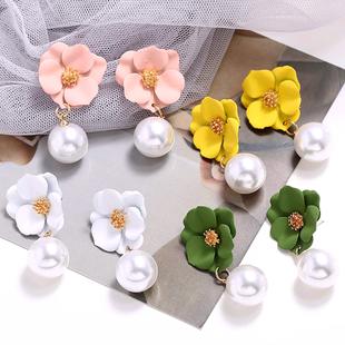 pendientes de perlas de flores de moda nihaojewelry pendientes simples al por mayor para mujeres NHSC214963's discount tags