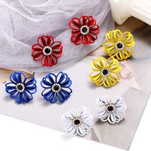Pendientes de botón coreanos nihaojewelry pendientes de flores dulces al por mayor para mujeres NHSC214962's discount tags
