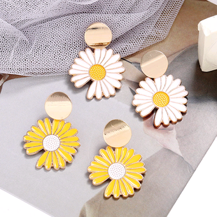 fashion metal earrings nihaojewelry wholesale simple small chrysanthemum summer earrings for women NHSC214957's discount tags