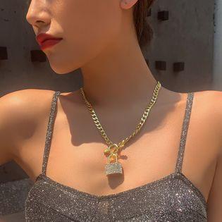 personality jewelry fashion punk style necklace creative metal lock diamond pendant necklace wholesale nihaojewelry NHMD221029