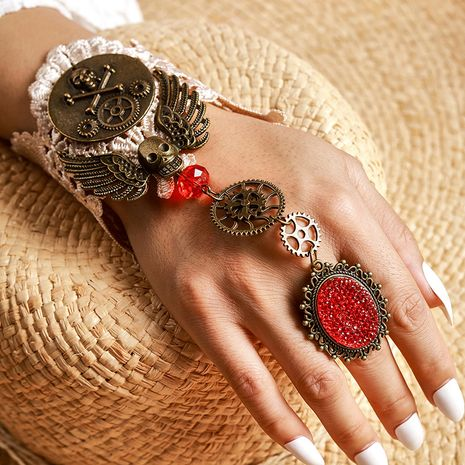 Le nouveau bracelet à engrenages de moteur à vapeur rétro crâne personnalité féminine Halloween bague bracelet en gros nihaojewelry NHGY224573's discount tags