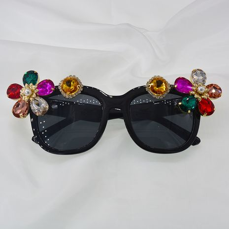 Cristal tendance grand cadre perles lunettes de soleil dames mode coloré métal creux lunettes de soleil lunettes en gros nihaojewelry NHNT224914's discount tags