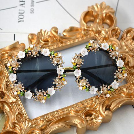 style de vacances rétro baroque fleur lunettes de soleil plein cadre transparent à la main poterie fleur en trois dimensions fleur lunettes de soleil en gros nihaojewelry NHNT224921's discount tags