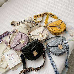 nouveau mode d'été crocodile motif portable sac à bandoulière sauvage en cuir verni serrure unique épaule sac de selle en gros nihaojewelry NHPB225280's discount tags