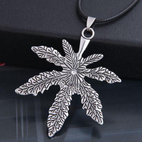 nouveau mode hommes dominateur vintage feuille d'érable personnalité collier en gros nihaojewelry NHSC225554's discount tags