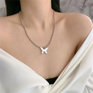 Collar de mariposa retro cool girl hollow mariposa de acero inoxidable collar de cuentas redondas cadena de clavícula venta al por mayor nihaojewelry NHYQ225625's discount tags