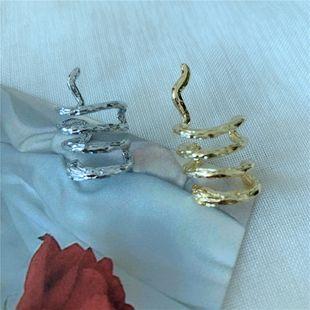 Pendientes de Corea exageración sin clip de hueso de oreja perforada serpentina solo pendiente de metal al por mayor nihaojewelry NHYQ225650's discount tags