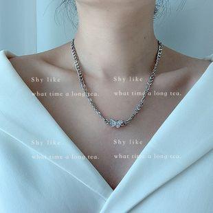 Diseño de nicho de Corea del Sur collar de mariposa con incrustaciones ligeramente cadena de clavícula larga de acero inoxidable de moda retro al por mayor nihaojewelry NHYQ225663's discount tags