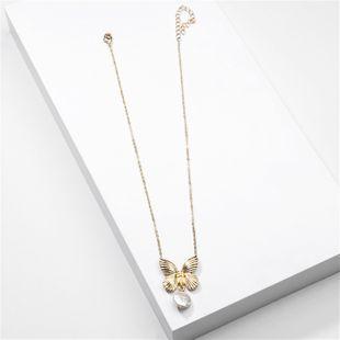 Joyería de moda Ronda de Perlas de Metal Mariposa Colgante Collar al por mayor nihaojewelry NHLU225816's discount tags