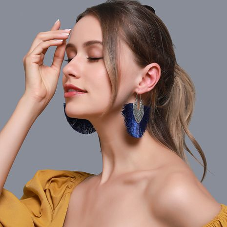 Nouvelle mode créative boucles d'oreilles exagérées rétro en forme d'éventail boucles d'oreilles gland en gros nihaojewelry NHDP226272's discount tags