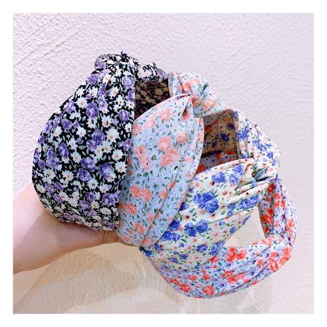 Corée bandeau rétro petit vent parfumé crème floral croix large côté sauvage bandeau en épingle à cheveux tête bijoux en gros nihaojewelry NHHD221498's discount tags