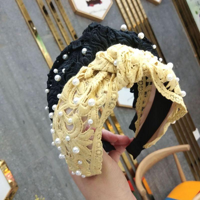 La nueva diadema anudada de perlas de uñas de gran angular de Corea del Sur retro encaje torcido horquilla transfronteriza exclusivamente para accesorios para el cabello con diadema al por mayor nihaojewelry NHUX221675