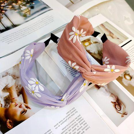 Printemps et été en Corée du Sud nouveau petit bandeau en mousseline de soie marguerite tissu haut de gamme chrysanthème épingle à cheveux large-côté en gros nihaojewelry NHUX221710's discount tags
