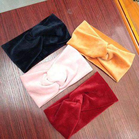 Mode coréenne automne et hiver nouvelle bande de cheveux croisés haut de gamme à large bord accessoires de cheveux de mode en peluche bandeau de cheveux dames en gros nihaojewelry NHUX221753's discount tags