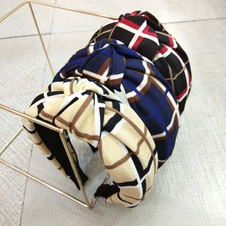 Mode coréenne large-marron rétro treillis noué bandeau style britannique tissu torsadé en épingle à cheveux bandeau dames en gros nihaojewelry NHUX221758's discount tags