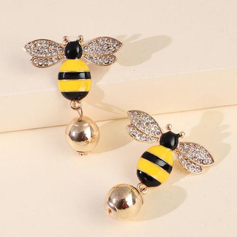 ventes chaudes nouvelles boucles d'oreilles symétriques abeille perle boucles d'oreilles oreille bijoux insecte boucles d'oreilles Corée en gros nihaojewelry NHJJ227657's discount tags