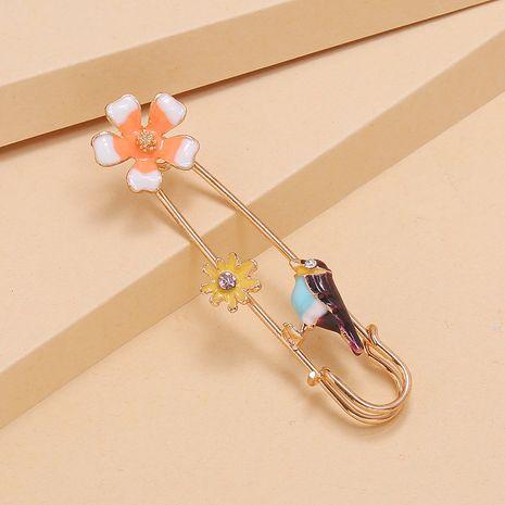 Broche antideslumbrante de moda retro ola linda flor pájaro suéter broche al por mayor nihaojewelry NHKQ227853's discount tags