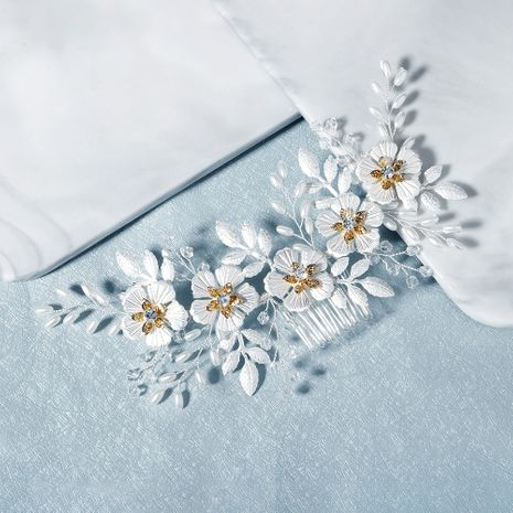 new Korean white flower leaf comb plain and elegant beaded headdress bride wedding hair comb wholesale nihaojewelry NHHS229704's discount tags