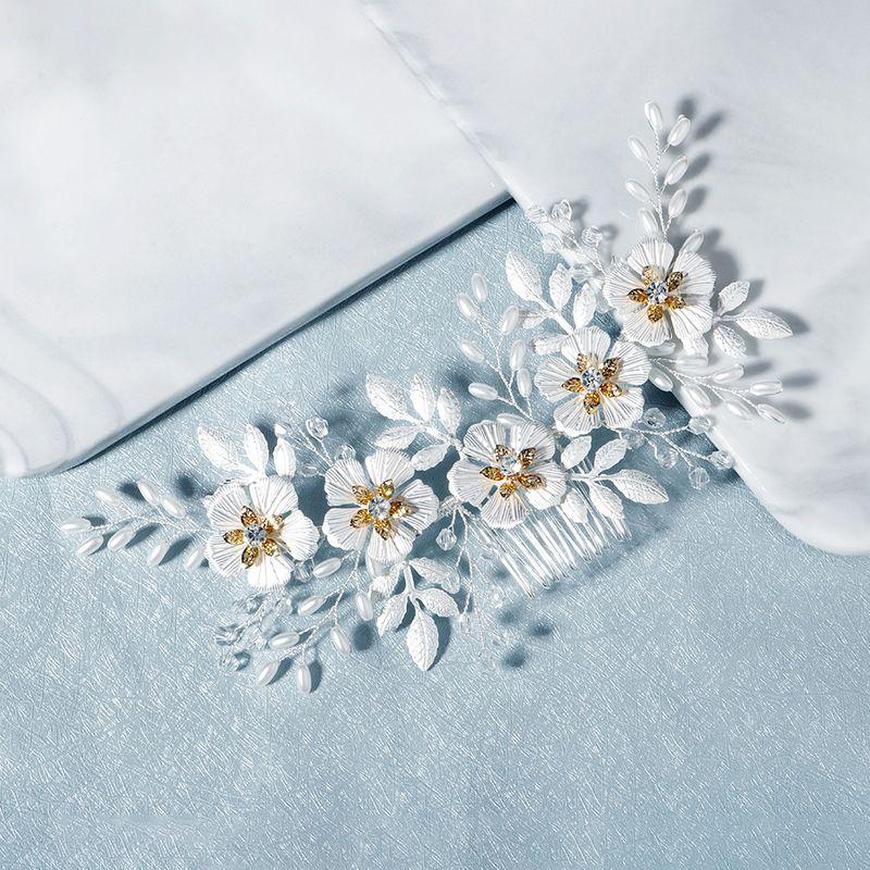 new Korean white flower leaf comb plain and elegant beaded headdress bride wedding hair comb wholesale nihaojewelry NHHS229704