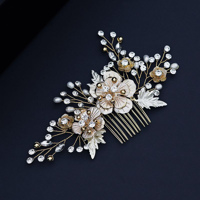 Korean beauty bride jewelry handmade pearl headdress retro golden plug comb cheongsam style wholesale nihaojewelry NHHS229707